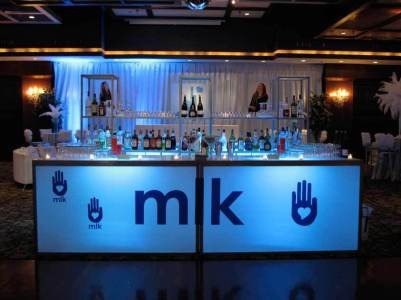 Corporate-Event-Bar-with-vinyl-logo-and-glass-shelves